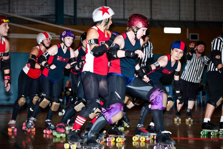 This photo belongs to the amazing Roller Derby Fotos. Seriously, he's great. Check out his site!
